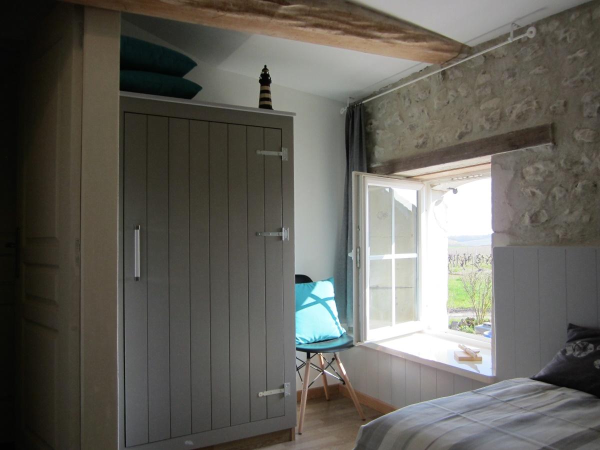 slaapkamer heeft voldoende ruimte voor kleding