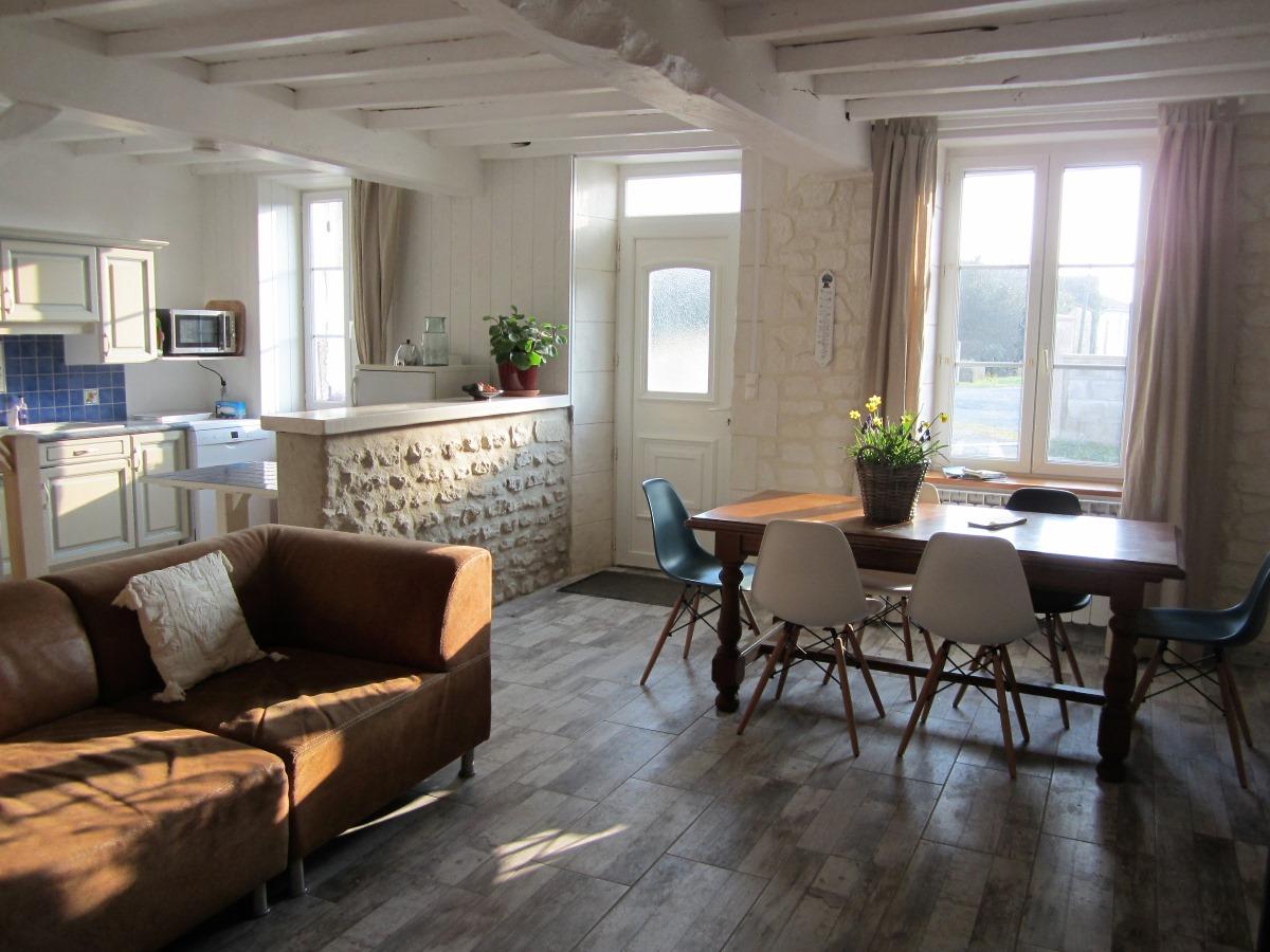 woonkamer en eettafel voor 6 personen