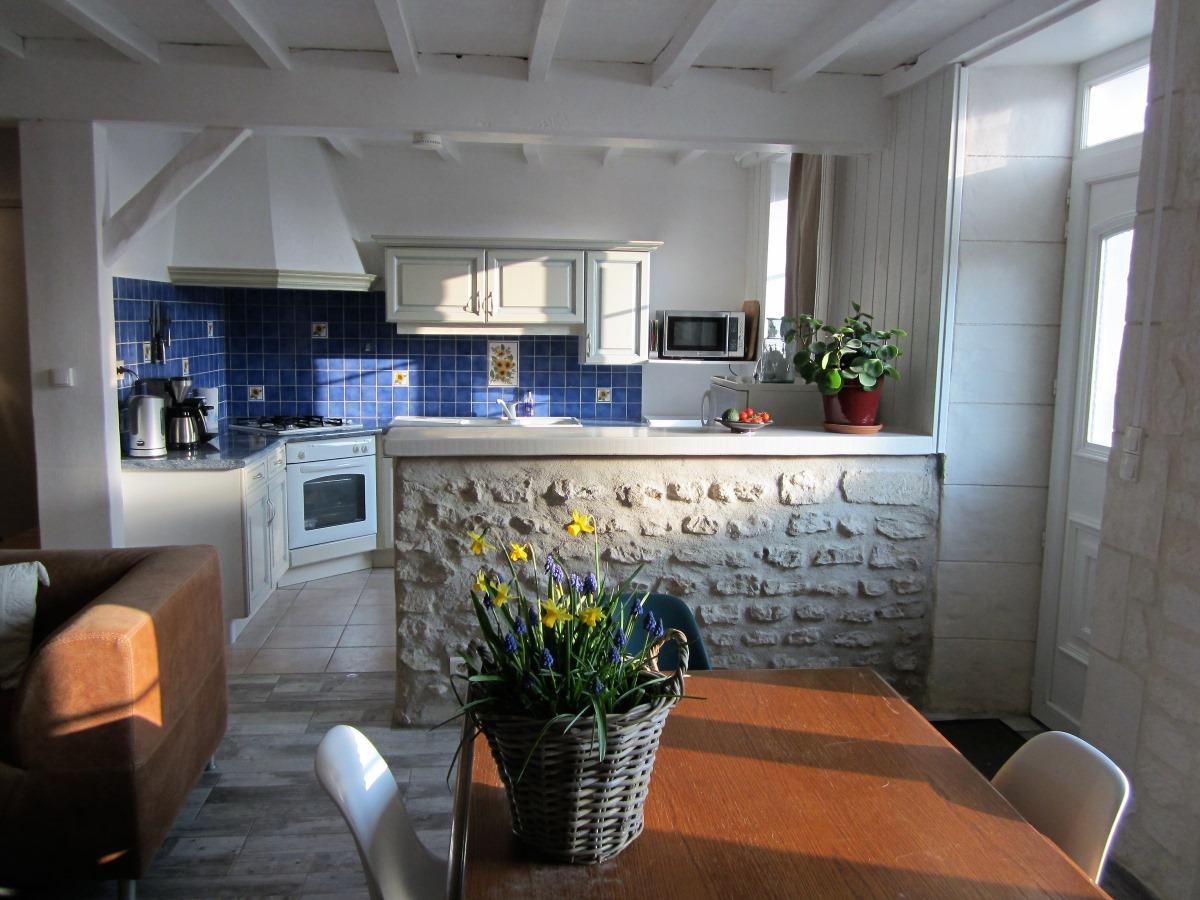 zicht op de keuken in gîte le Cordouan