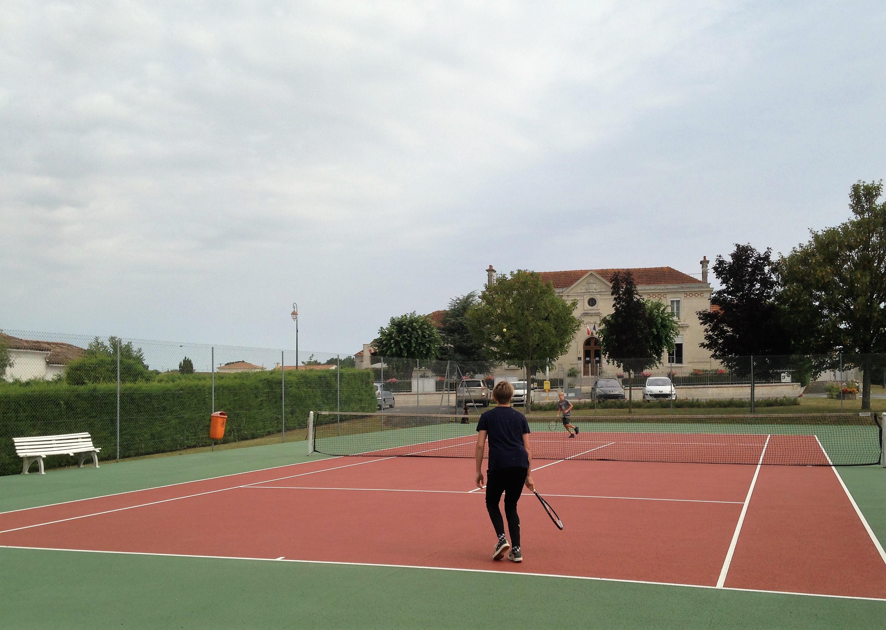 tennisbaan Chenac