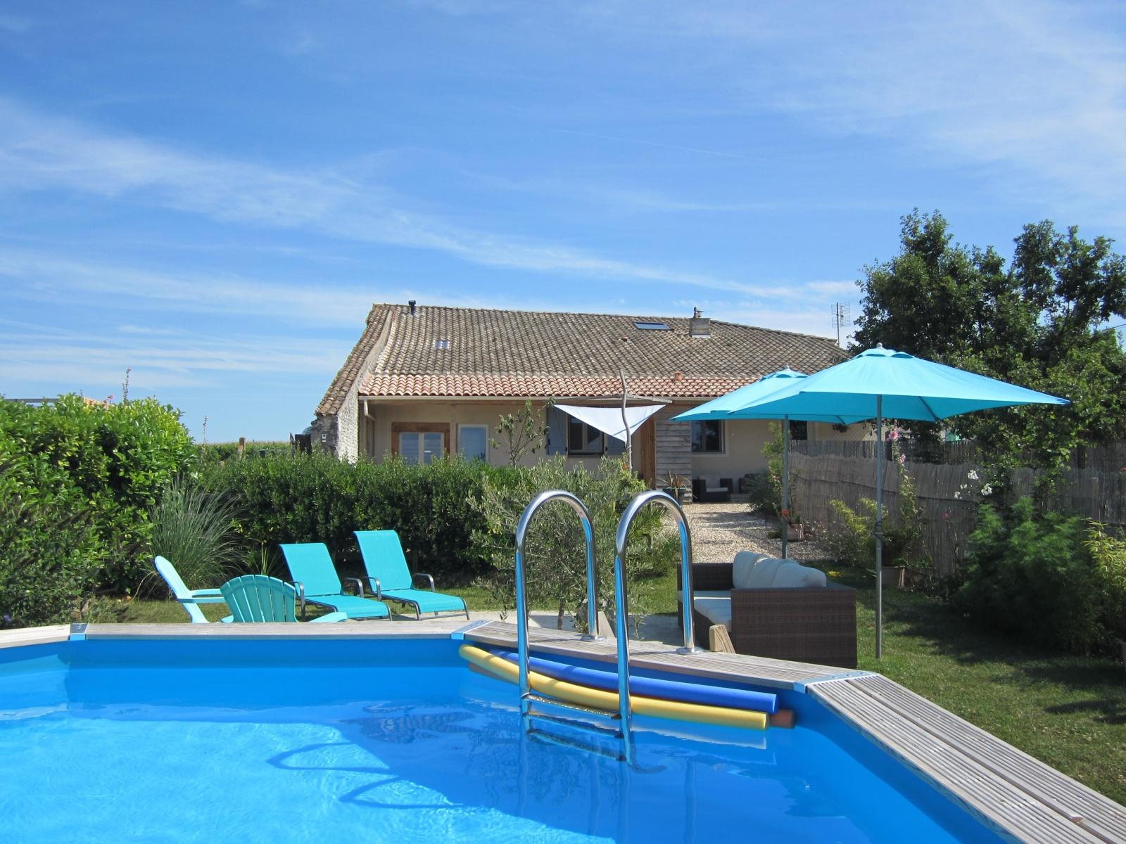zwembad Le Petit chenac gites k